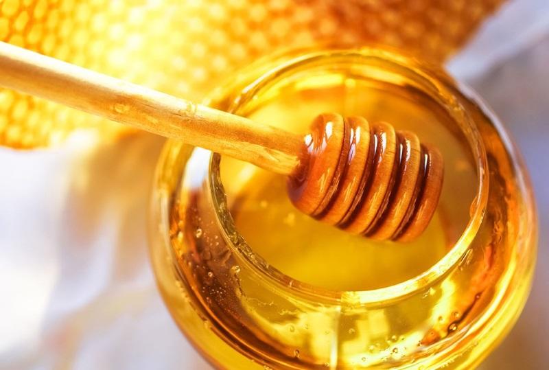รักษาผมร่วงด้วยน้ำมันมะกอกและน้ำผึ้ง